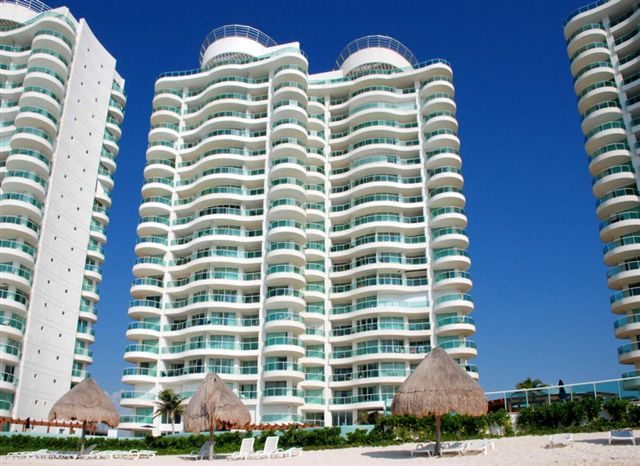 Another Caribbean side view from Caribbean side of Bay View Grand Cancun condo rentals