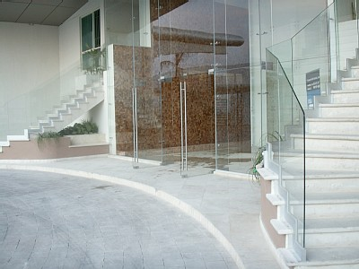 Entrance to one of the towers at Bay View Grand Cancun condo rentals