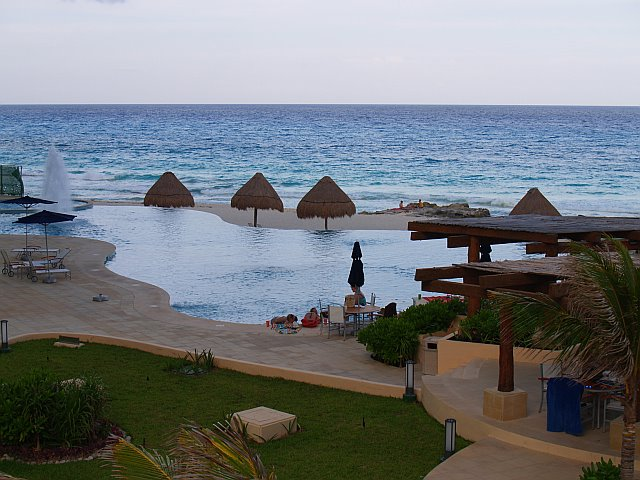 Infinity pool overlooking Caribbean at Bay View Grand Cancun condo rentals