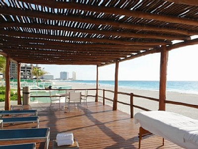 Relax by one of the many sun beds offered at Bay View Grand Cancun condo rentals