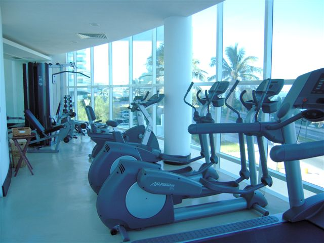 http://www.cancunbeachresortcondo.com/Images/Portofino/gym_003.jpg