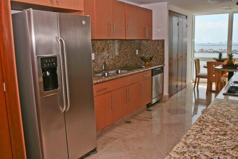 Contemporary full size kitchen with granite contertops