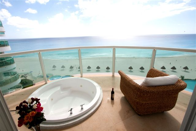 Cancun condo rental 3br 3 bath unit 701 for Balcony hot tub