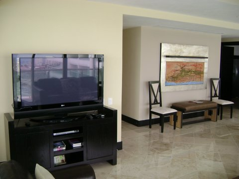 huge great room with attached oceanfront patio with jacquzz, 42 inch flat panel Plasma TV