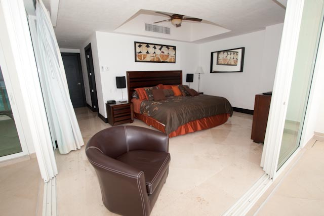 Master Bedroom with King size bed and access to ocean front patio
