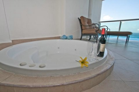 Enjoy a romantic evening in the private hot tub