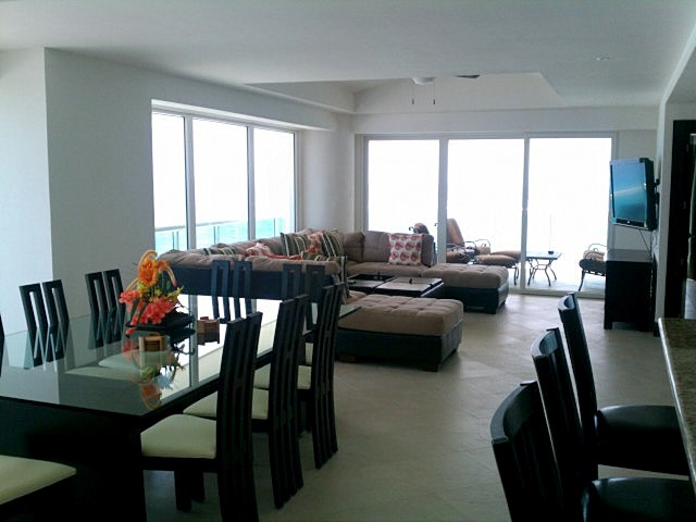 huge great room with attached oceanfront patio with jacquzz, 52 inch flat panel LCD TV