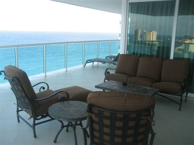 Caribbean facing Oceanfront Patio, Wow the views