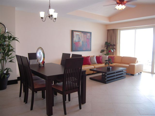 huge great room with attached oceanfront patio with jacquzz, 42 inch flat panel LCD